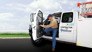 lineman-exiting-truck